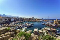 Puerto deportivo en encantar Kyrenia, Chipre septentrional Foto de archivo libre de regalías