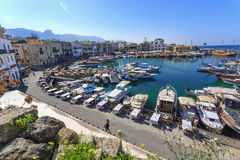 Puerto deportivo en encantar Kyrenia, Chipre septentrional Imagen de archivo libre de regalías