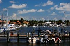 Puerto deportivo en la bahía de Nápoles Imágenes de archivo libres de regalías