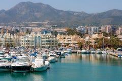 Puerto deportivo en la ciudad de Benalmadena, España Fotografía de archivo