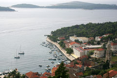 Puerto deportivo en la isla de Hvar fotografía de archivo