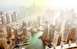 Puerto deportivo en la puesta del sol, United Arab Emirates de Dubai Fotografía de archivo libre de regalías