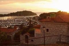 Puerto deportivo en puesta del sol Foto de archivo libre de regalías