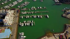 Puerto deportivo hermoso en Vilamoura, Quarteira, Portugal metrajes