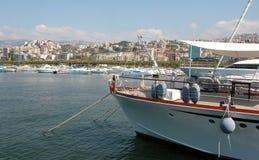 Puerto deportivo que navega. Imagen de archivo