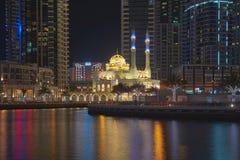 Puerto deportivo y noche de Dubai imagen de archivo libre de regalías