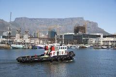 Puerto en curso de Cape Town del tirón Imagen de archivo libre de regalías