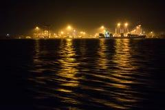 Puerto en el anochecer foto de archivo