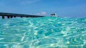 Puerto en el mar claro Imagenes de archivo
