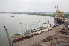 Puerto en el río de Saigon en Vietnam Fotografía de archivo
