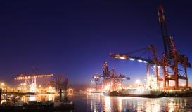 Puerto en la noche imagen de archivo