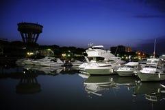 Puerto en la noche en Italia fotos de archivo libres de regalías