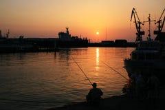 Puerto en la puesta del sol fotos de archivo