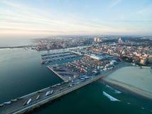 Puerto en Oporto durante puesta del sol Visión aérea en la puesta del sol Fotos de archivo libres de regalías