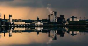 Puerto en un día lluvioso nublado Imagenes de archivo