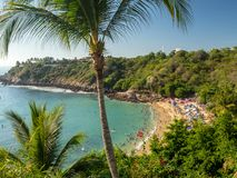 Puerto Escondido, Oaxaca, México, Ámérica do Sul: [Playa Carrizalillo, praia natural crowdwed, destino do turista] foto de stock royalty free