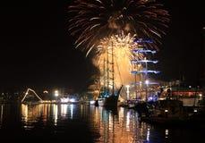 Puerto festivo Bulgaria de Varna de los fuegos artificiales Foto de archivo libre de regalías
