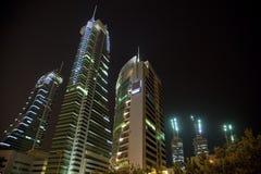Puerto financiero en la noche, Bahrein de Bahrein Foto de archivo libre de regalías