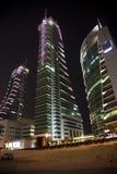 Puerto financiero en la noche, Bahrein de Bahrein Imágenes de archivo libres de regalías