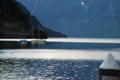 Puerto hermoso del lago con los barcos Imagen de archivo libre de regalías