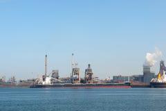Puerto industrial del mar Fotos de archivo libres de regalías
