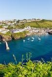 Puerto inglés Isaac Cornwall del puerto del mar azul imagen de archivo libre de regalías