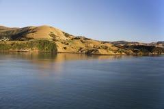 Puerto inminente de Akaroa en Nueva Zelanda Fotos de archivo libres de regalías