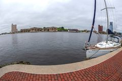 Puerto interno con el río de Potapsco, Baltimore, los E.E.U.U. imagenes de archivo