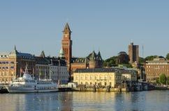Puerto interno y horizonte de Helsingborg Fotos de archivo libres de regalías