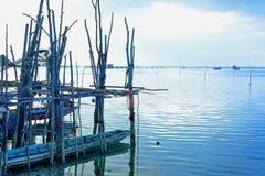 Puerto local del barco del ` s del pescador Foto de archivo libre de regalías