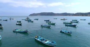 Puerto Lopez, Ecuador - 20180913 - surrantenn - flyg bland förankrade fartyg stock video