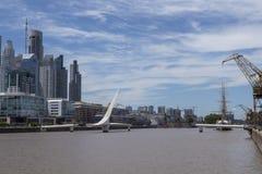 Puerto Madero Буэнос-Айрес Puente de Ла mujer стоковое изображение rf