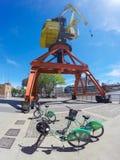 Puerto Madero cyklar och kran Royaltyfri Bild