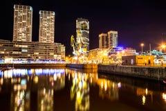 Puerto Madero i Buenos Aires på natten Arkivfoton