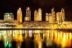 Puerto Madero i Buenos Aires på natten Royaltyfria Foton