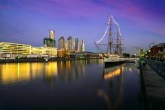 Puerto Madero nachts, Buenos Aires Lizenzfreies Stockfoto