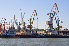 Puerto marítimo comercial foto de archivo libre de regalías