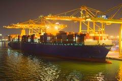 Puerto marítimo comercial en la noche Fotografía de archivo libre de regalías