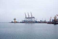 Puerto marítimo de la grúa del cargo Fotografía de archivo