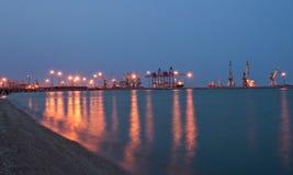 Puerto marítimo de la noche imagen de archivo libre de regalías