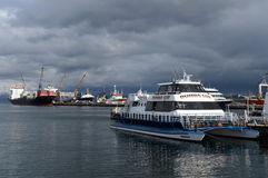 Puerto marítimo de Ushuaia - la ciudad más situada más al sur del mundo Imágenes de archivo libres de regalías