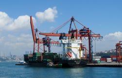 Puerto marítimo del cargo imagen de archivo