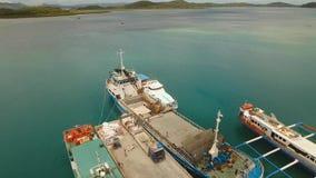 Puerto marítimo del tránsito del cargo y del pasajero metrajes