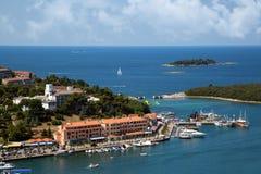 Puerto marítimo en la ciudad de Vrsar imágenes de archivo libres de regalías