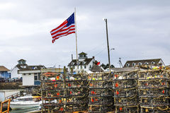 Puerto marítimo Washington de los grises de Westport de los potes de cangrejo de la bandera del museo fotografía de archivo libre de regalías