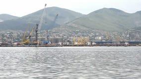 Puerto marítimo y costa del panorama almacen de video