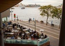 Puerto Maremagnum de Barcelona que cena instalaciones Imagenes de archivo