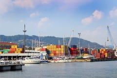 Puerto marino para la acción del cargo Imágenes de archivo libres de regalías