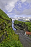 Puerto minúsculo en la garganta en Gjogv, Eysturoy, Faroe Island foto de archivo libre de regalías
