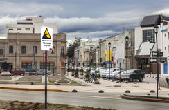 PUERTO MONTT, ЧИЛИ - 25-ое октября: Знак улицы показывая опорожнение Стоковые Изображения RF